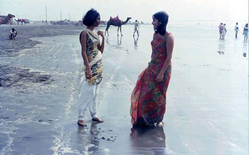 Two women chat at Karachi's Clifton Beach (1972).
