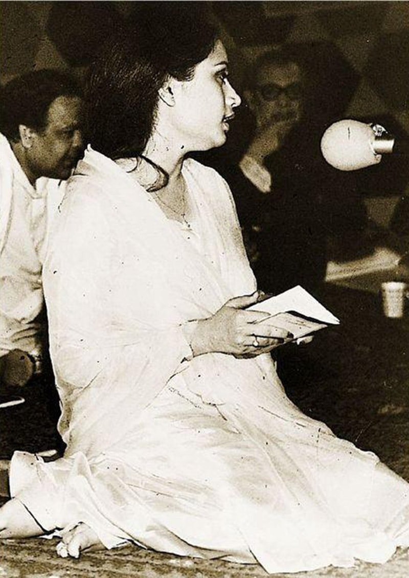 Gone too soon: Famous Urdu poetess, Parveen Shakir, reciting her poetry in Lahore in 1990. She was killed in a car accident in 1994.