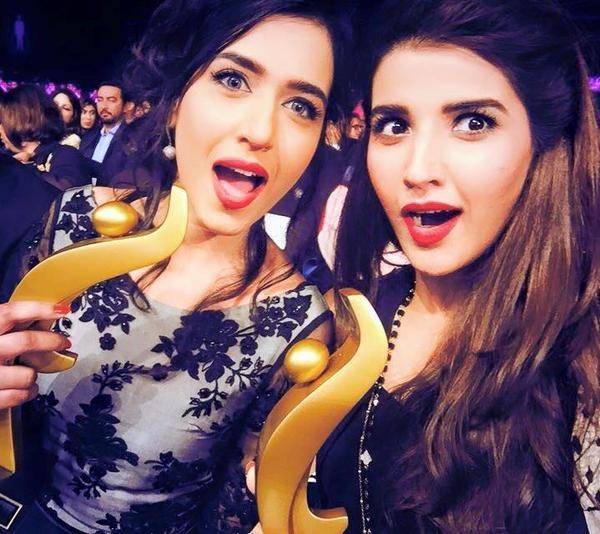 Mansha Pasha and Hareem Farooq with their awards