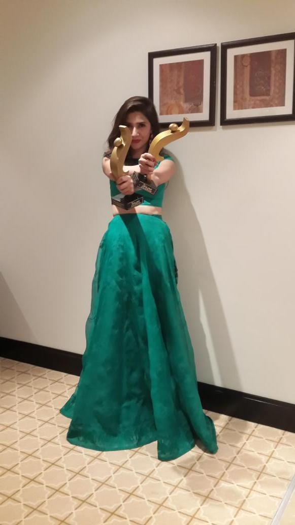 Mahira Khan with her two awards.