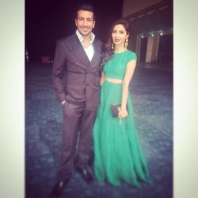 Wiqar Ali Khan poses with Mahira. — Photo courtesy: Instagram