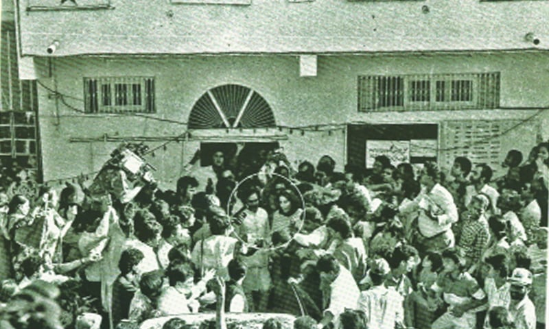Altaf Hussain welcomes Benazir Bhutto to the MQM headquarters in 1988 — Courtesy A Pictorial Biography of Altaf Hussain