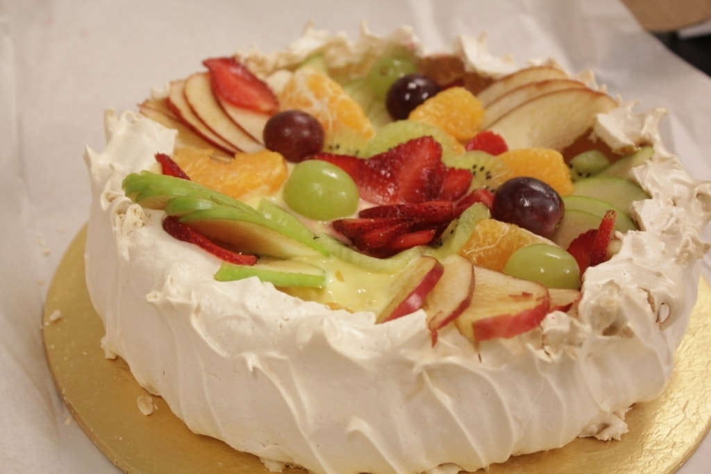 The pavlova had a tinge of lemon in it.