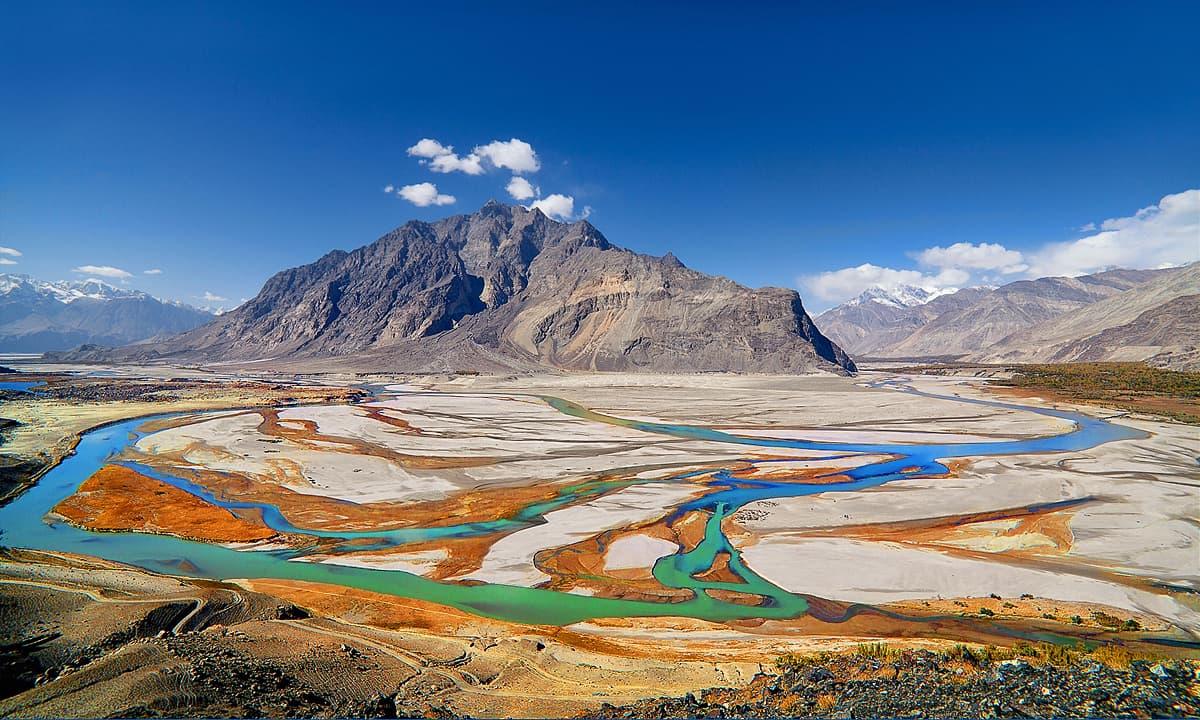 دریائے برالڈو اور دریائے سندھ کا سنگم — فوٹو سید مہدی بخاری