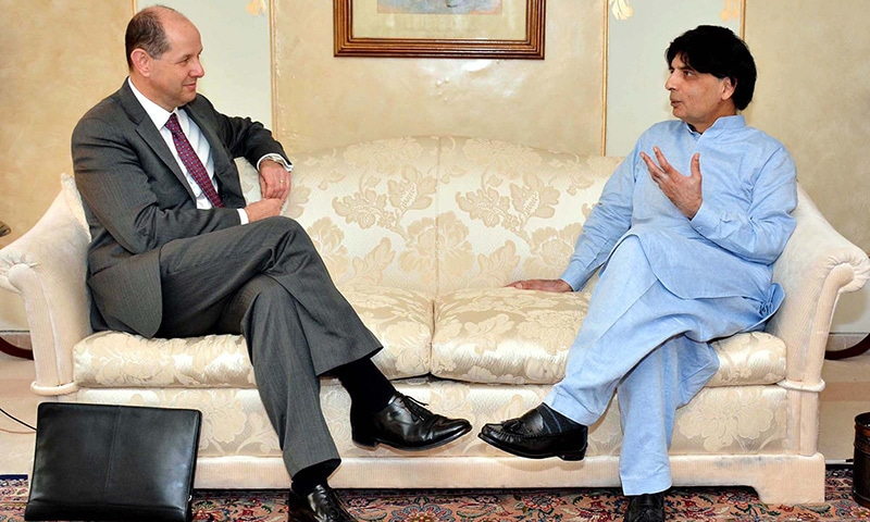ISLAMABAD: Federal Minister for Interior and Narcotics Control,  Chaudhry Nisar Ali Khan exchanges views with UK High Commissioner to Pakistan, Philip  Barton during meeting at Punjab House in Islamabad on Tuesday, April 14, 2015. — PPI