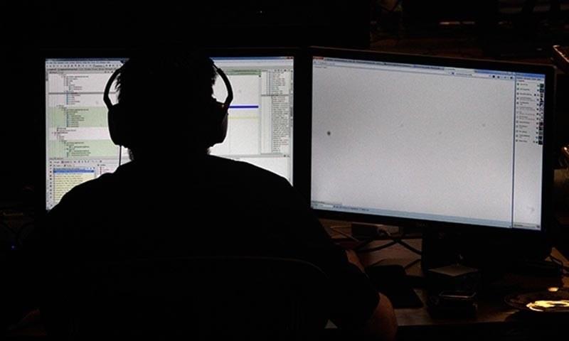 ملکی تاریخ میں پہلی مرتبہ سائبر کرائمز روکنے کے لیے قانون سازی کی گئی ہے—۔فائل فوٹو/ رائٹرز