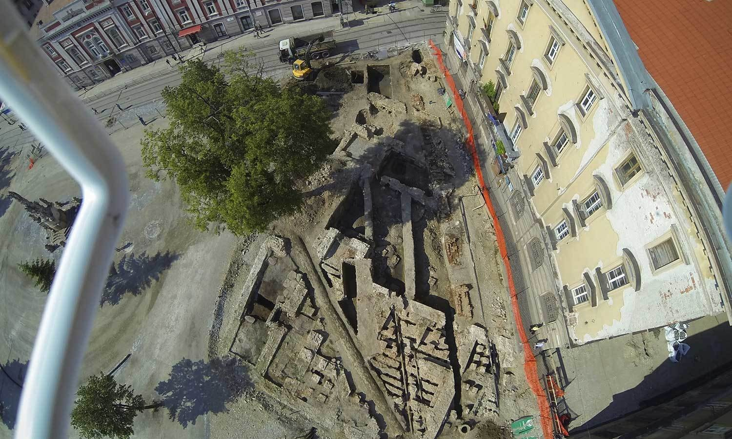 Aerial view of the excavation site where the Turkish bath stood. © 2014 Dorel Micle, West University of Timisoara