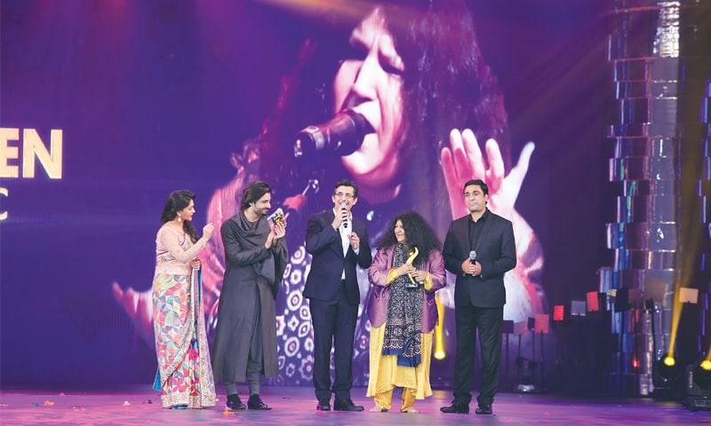 Abida Parveen receives her award