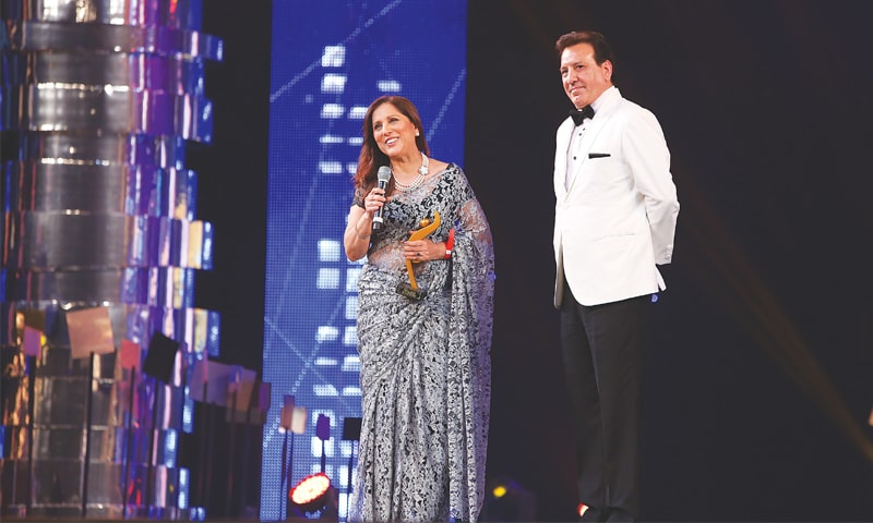 Samina Peerzada receives her award from Javed Sheikh