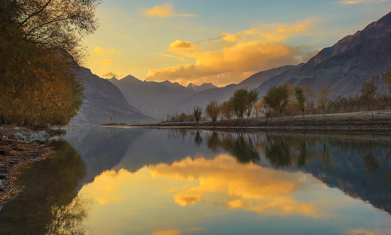 Dusk at Shyok river. — S.M.Bukhari