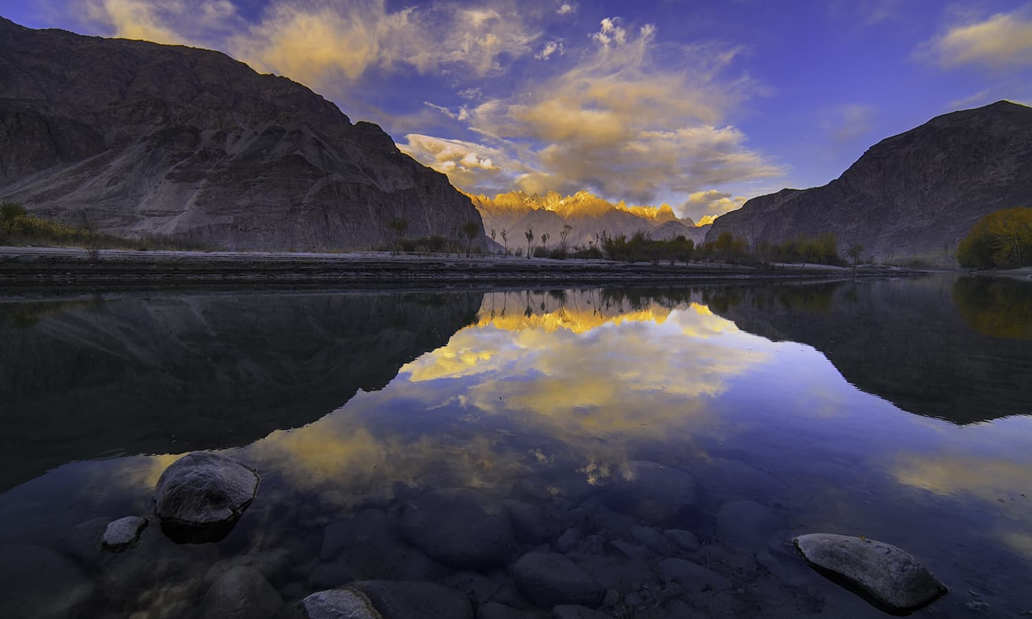 Dusk at Shyok river. — S.M.Bukhari