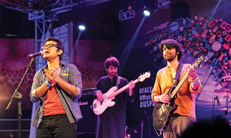 Pappu Saeen band and Shehryar Mirza (below) perform on the second day of the Music Mela at PNCA on Saturday. — Photos by Tanveer Shahzad