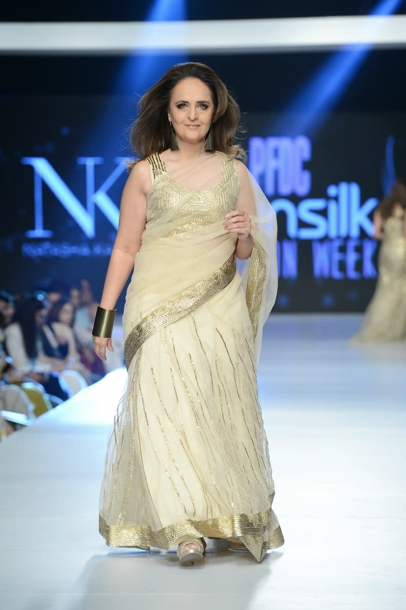 Hina Bayat as the showstopper for Natasha Kamal at PSFW 2015