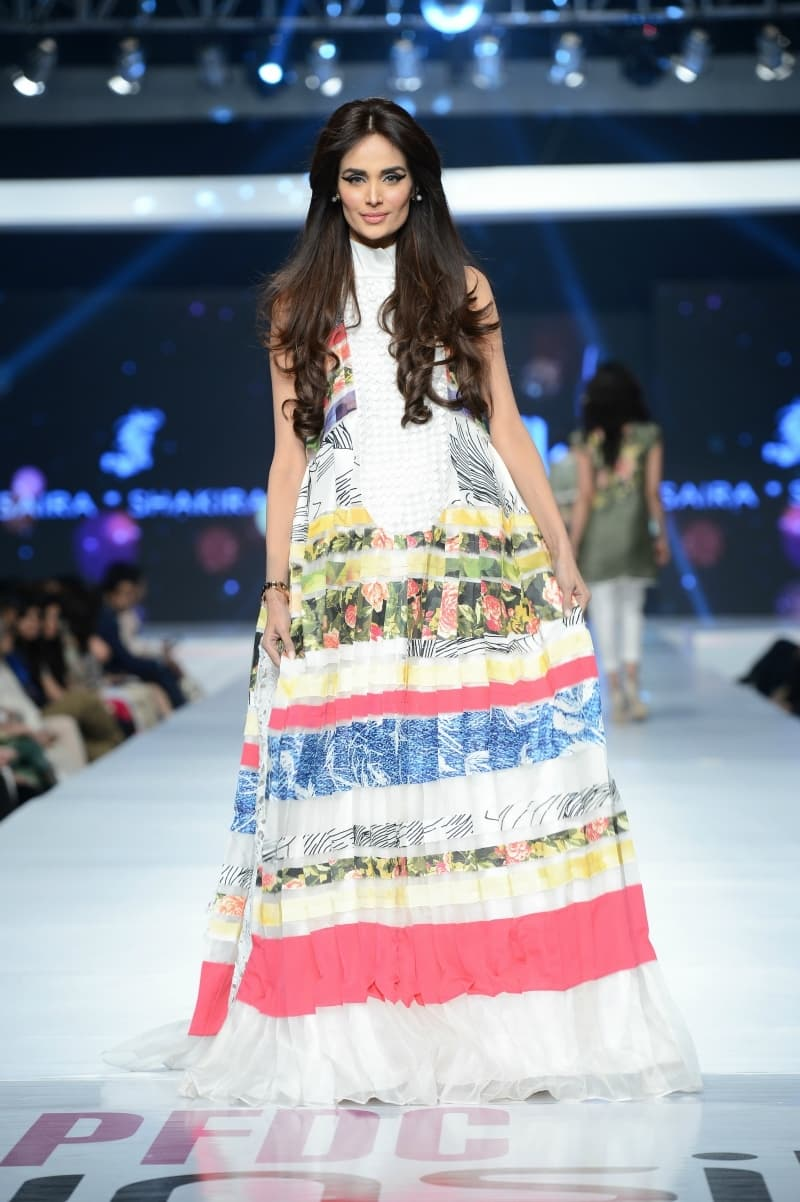 Mehreen Syed sports an interesting textured look by Saira Shakira. - Photo: Faisal Farooqui and his team at Dragonfly