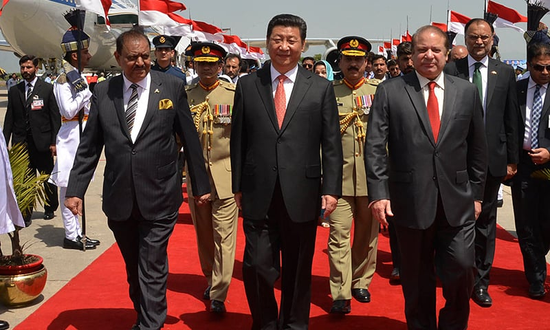 Chinese president was received by President Mamnoon Hussain, Prime Minister Nawaz Sharif, Defence Minister Khwaja Asif and other members of cabinet. —DawnNews screengrab