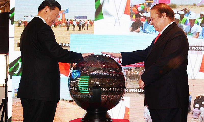 Prime Minister Nawaz Sharif and Chinese President Xi Jinping inaugurating projects through video link at Prime Minister's Office.—Online