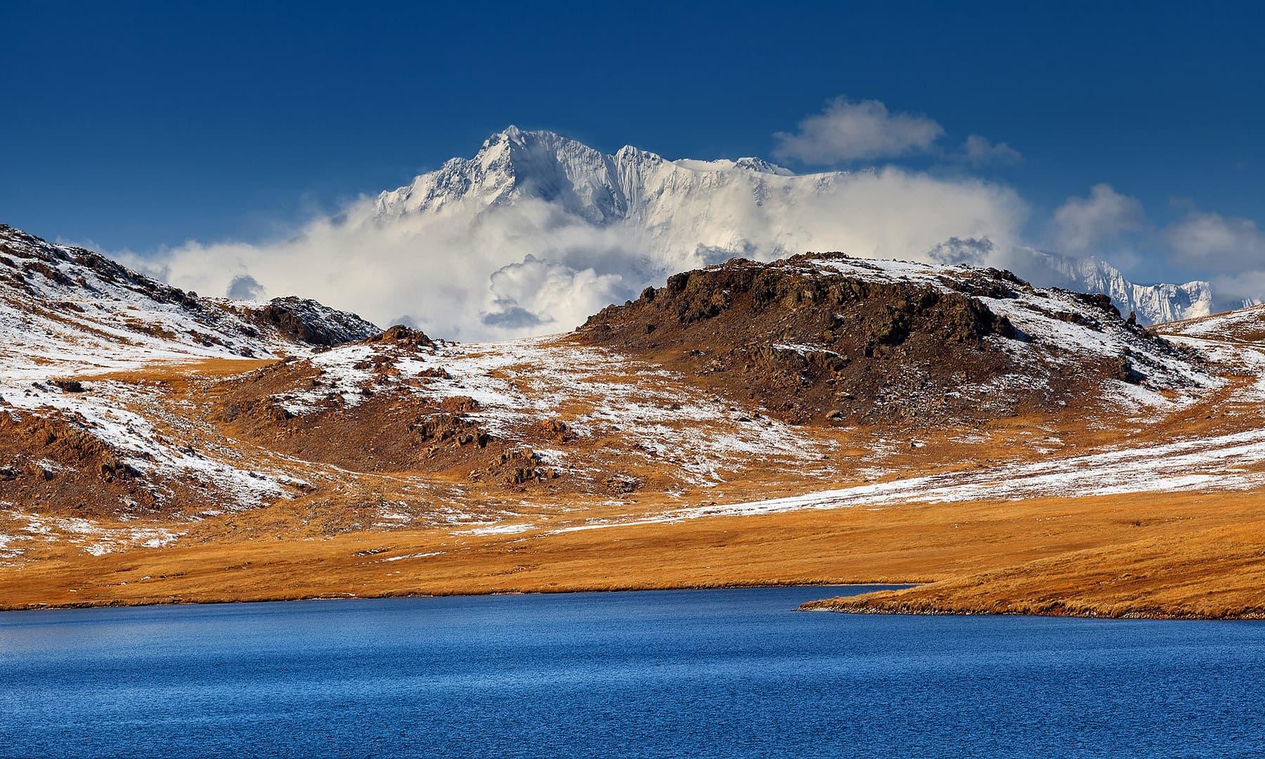 شیوسر جھیل کے پیچھے نانگا پربت کا نظارہ — فوٹو بشکریہ سید مہدی بخاری