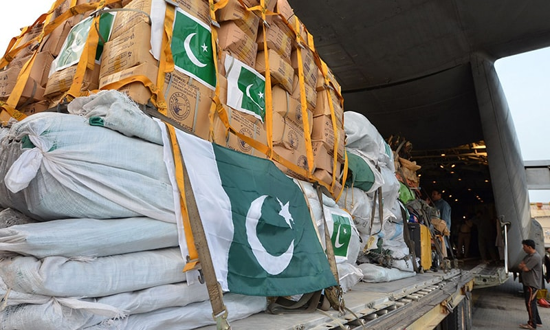 In this handout photograph released by Pakistan's Inter Services Public Relations (ISPR) office on April 26, 2015, Pakistani soldiers load relief supplies for victims of the Nepal earthquake into a C-130 aircraft at the Chaklala military airbase in Rawalpindi. — AFP