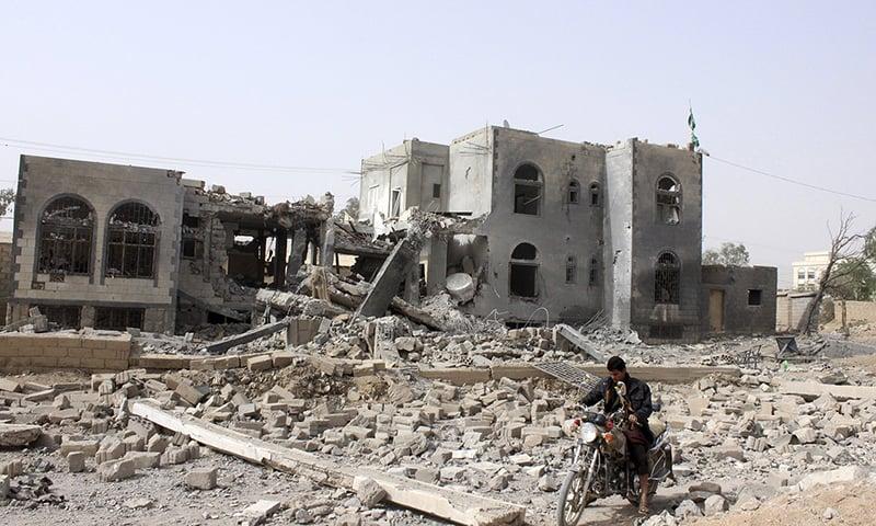 Saudi-led air strikes hit Yemeni capital, ships shell Aden-residents