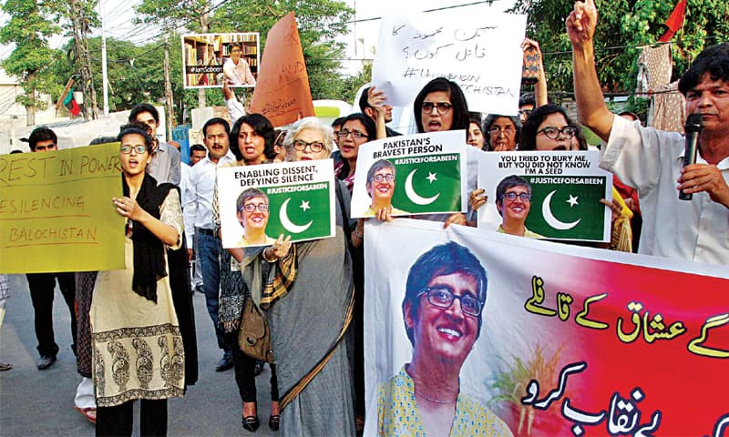 Political workers and rights activists take to the street demanding investigation into Sabeen Mahmud's assassination. — White Star