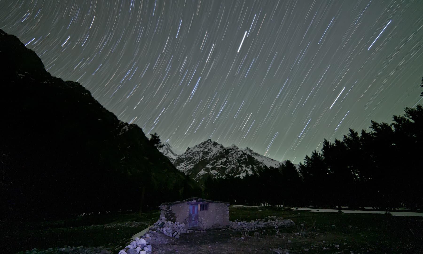 نلتر کی ایک رات — فوٹو سید مہدی بخاری