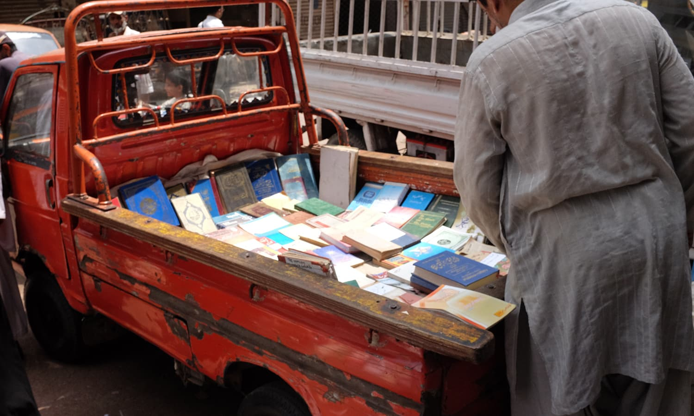 Pick up vans at Regal chowk. — Photo by Farooq Soomro