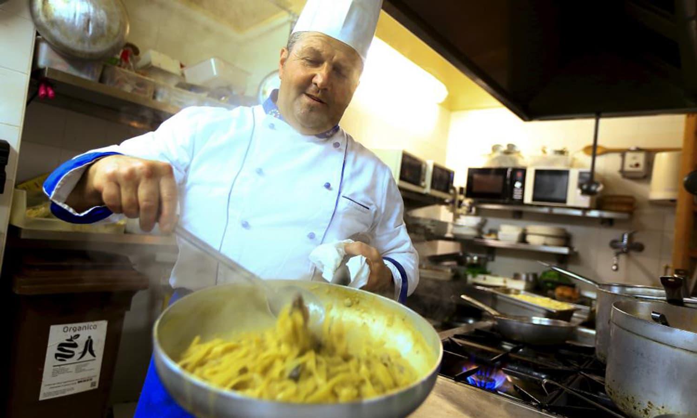 "Chef Gigi Sanrocco prepares a pasta dish named ""Fettucine alla Mel Gibson"" in his restaurant in Matera, southern Italy, April 30, 2015."