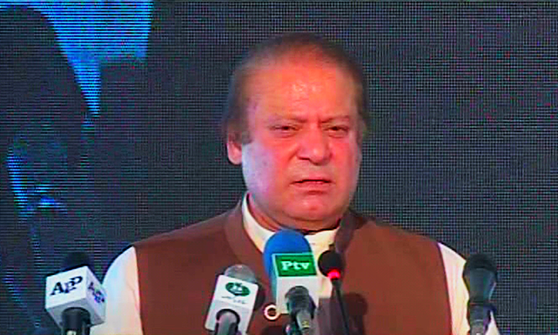 PM Nawaz speaking at the inauguration ceremony in Bahawalpur - DawnNews screen grab