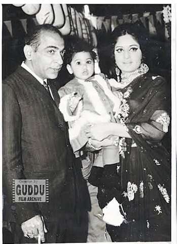 Rani with Hasan Tariq and daughter Rabia, Photos: Guddu Film Archive