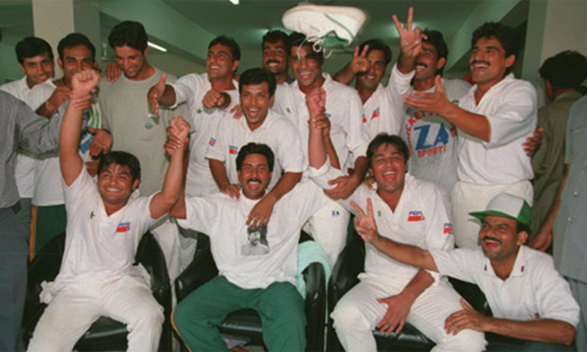 Pakistan team celebrating after its one-wicket historic win against Australia in 1994 at the National Stadium Karachi.