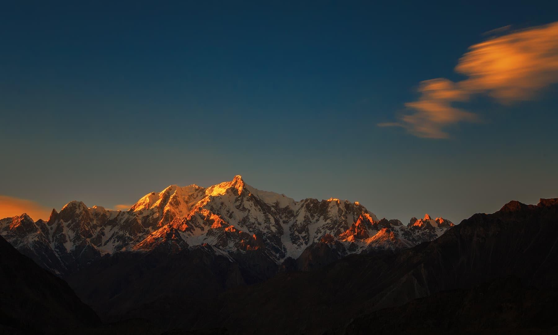 ہوپر سے التر کی چوٹی پر شام کا منظر — فوٹو سید مہدی بخاری
