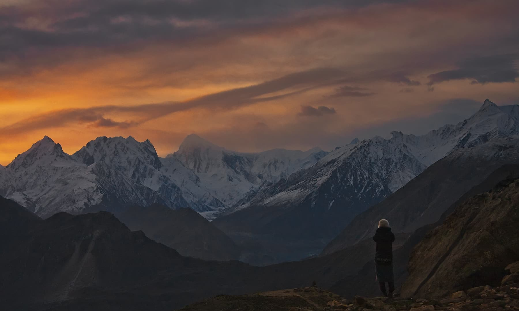ہنزہ سے نگر کا منظر: گولڈن پیک، گلگندر، اور چھوٹوکان پیک — فوٹو سید مہدی بخاری