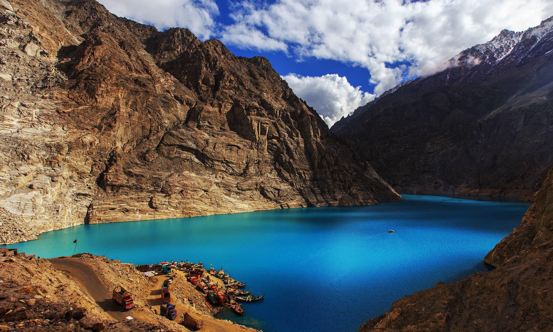 عطاآباد جھیل — فوٹو سید مہدی بخاری