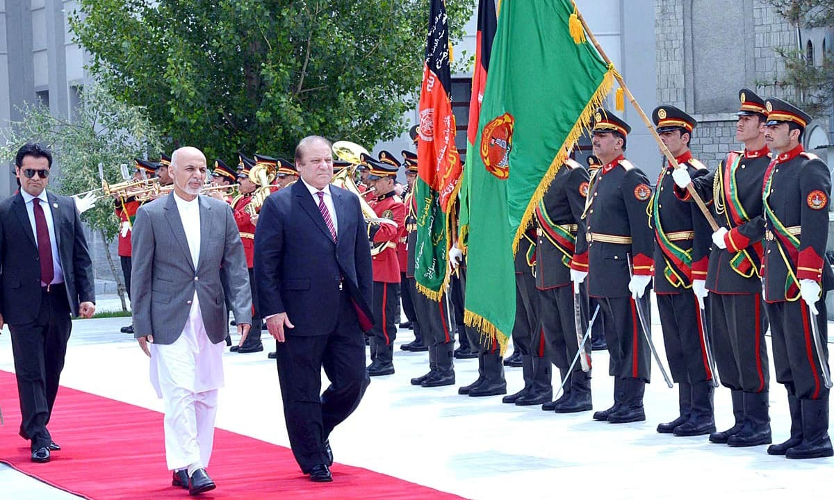 Prime Minister Nawaz Sharif and Afghanistan President Ashraf Ghani inspecting the guard of honour at Presidential Palace. — APP