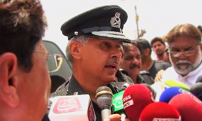 Sindh Inspector General Ghulam Haider Jamali speaking to media representatives after the deadly attack on a bus carrying Ismaili passengers. — DawnNews screengrab