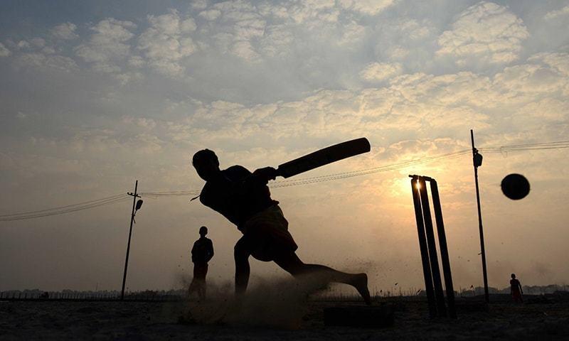 پاکستان کے مایہ ناز ٹیسٹ کھلاڑیوں کو اسکول میچز میں ان کی کارکردگی دیکھ کر قومی ٹیم میں شامل کیا گیا تھا۔ — اے ایف پی/فائل