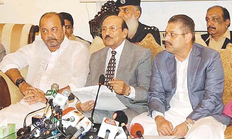 وزیراعلیٰ سندھ سید قائم علی شاہ وزیراعلیٰ ہاؤس میں ایک پریس کانفرنس سے خطاب کررہے ہیں۔ —. فوٹو اے پی پی