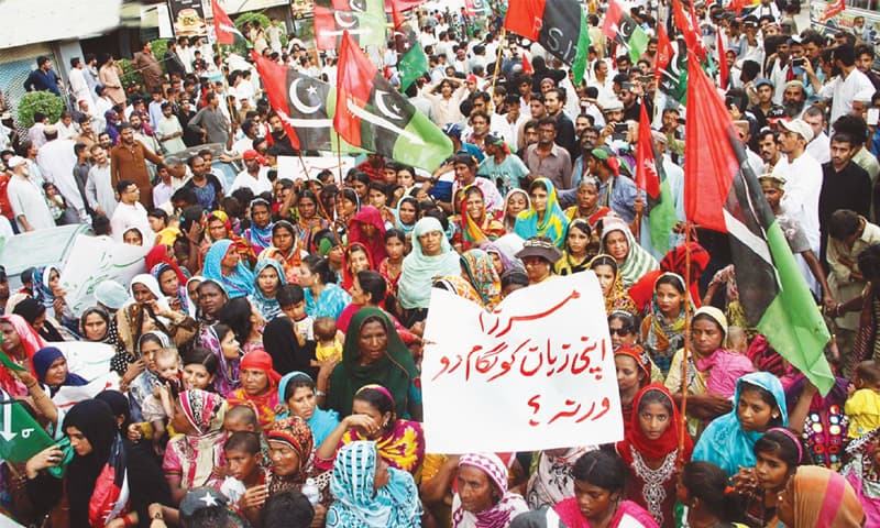 Supporters of the Pakistan Peoples Party demonstrating against former Sindh home minister Dr Zulfikar Mirza in front of the Karachi Press Club on Sunday.—Online