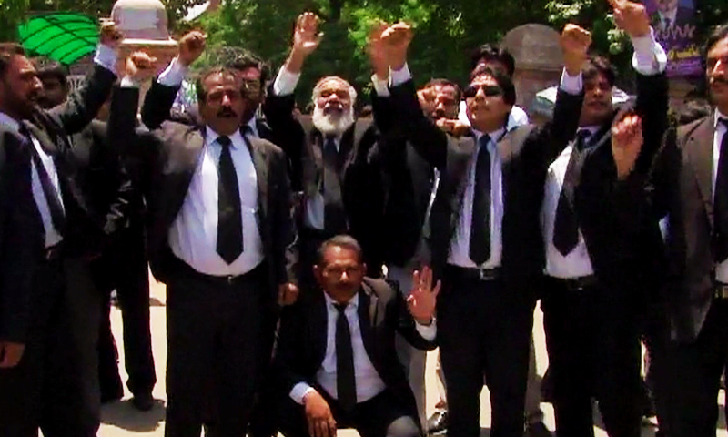 Lawyers protest in Lahore. ─ DawnNews screengrab