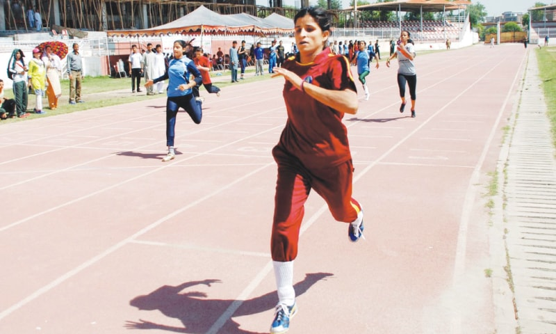 PESHAWAR: Athletes take part in the 100m race during Inter-provincial Athletics Championship at the Qayyum Sports Complex.—INP