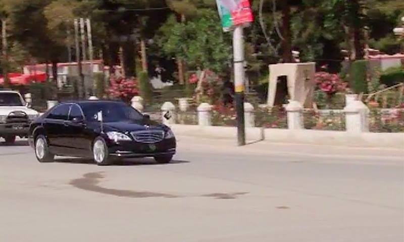 Convoy of Prime Minister Nawaz Sharif arrives at Governor House in Quetta.  — DawnNews screengrab