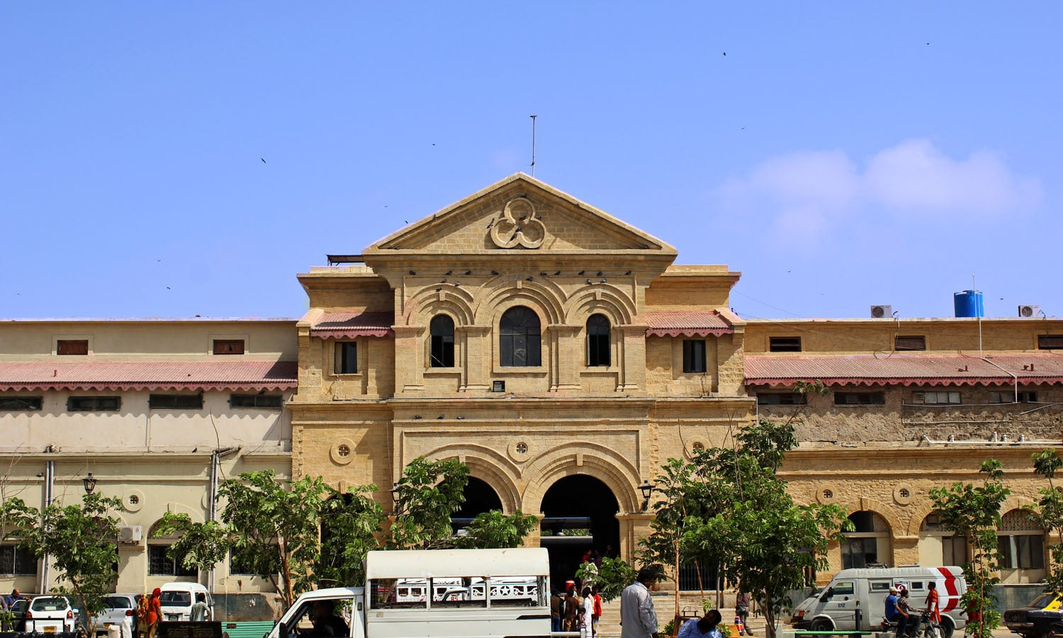 Completed in 1898 at a total cost of Rs. 80,000 the building of Karachi Cantt Station is one of the oldest in country. It was earlier known as Frere Street Station.