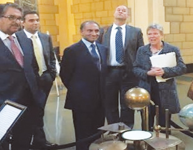 WASHINGTON: Foreign Secretary Aizaz Ahmad Chaudhry, US Under-Secretary of State for Arms Control and International Security Rose Gottemoeller (right) and Ambassador Jalil Abbas Jilani pictured before the meeting.—Dawn