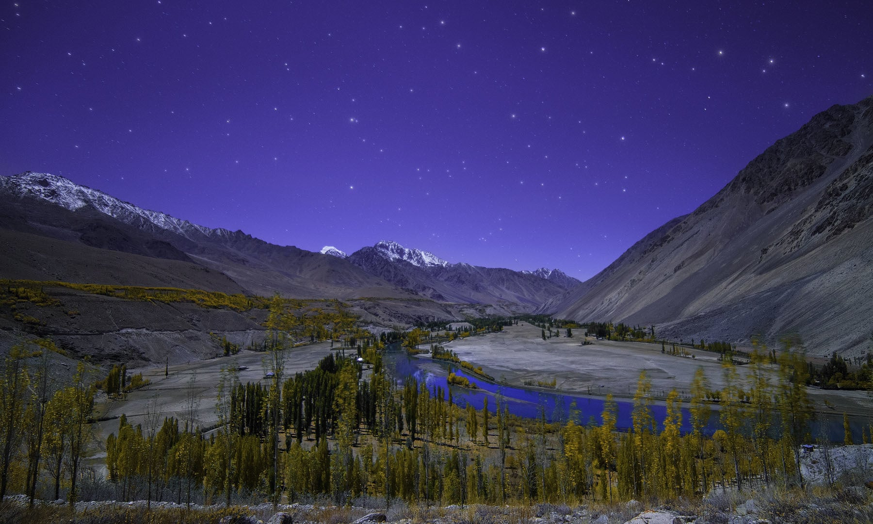 وادی پھنڈر پر اترتی رات— فوٹو سید مہدی بخاری