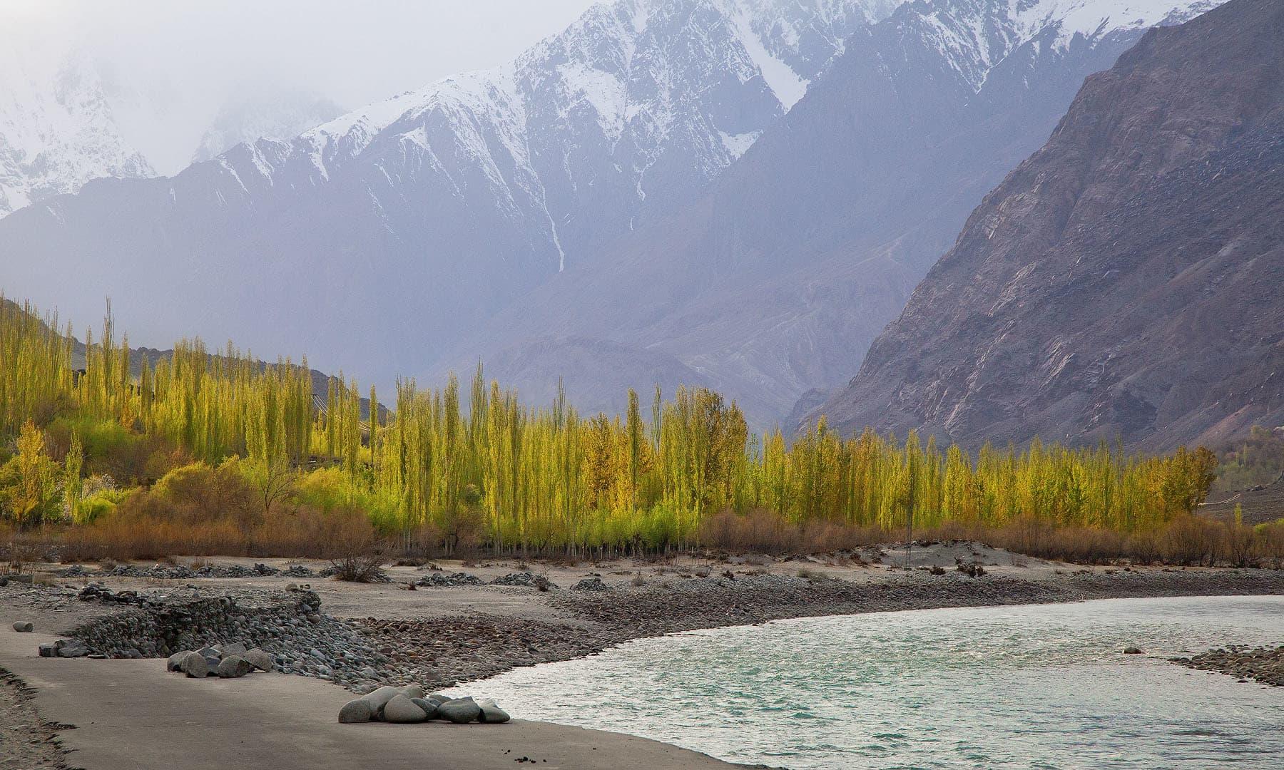 دریائے غذر— فوٹو سید مہدی بخاری