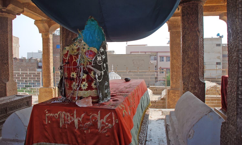 Masoom Shah jo Minaro - where Masoom Shah is burried