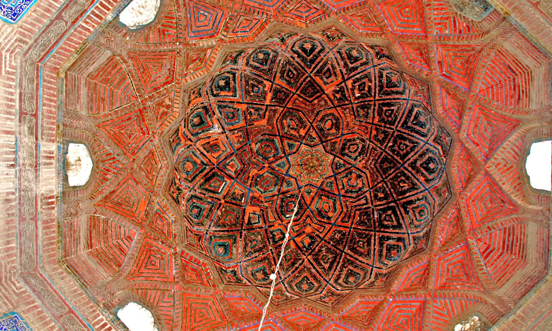 Masoon Shah jo Minaro - Intricate work inside *baradary*