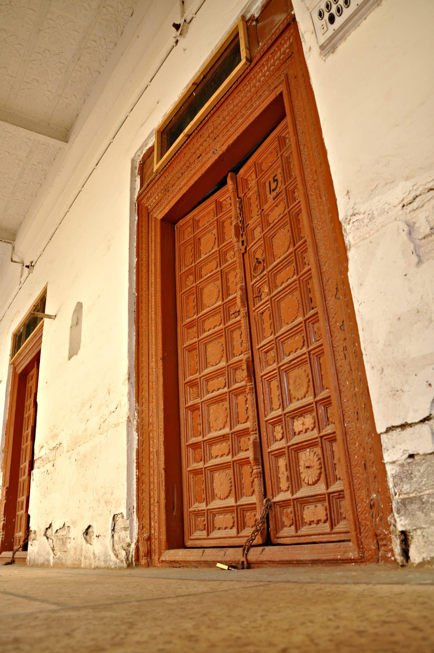 Sadho Belo - Doors to the hostel
