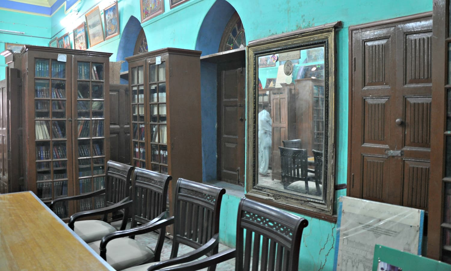 Sadho Belo - The library from inside