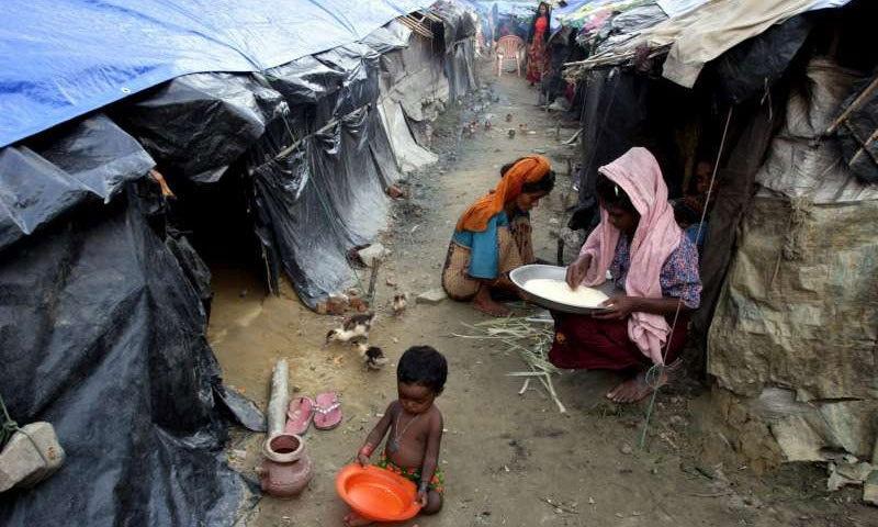 برما کے روہنگیا مسلمان بنگلہ دیش کے پناہ گزین کیمپ میں۔ — بشکریہ UNHCR